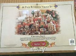 2003 Grandeur Noel 44-piece Bethlehem Village Set Collector Addition
