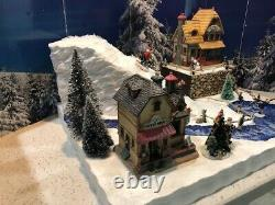 Christmas Village Display Platform Ski Slope W Lemax Houses, Figures And Trees