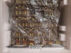 Dept 56 59260 Christmas in the City Flatiron Building BRAND NEW IN BOX CERAMIC