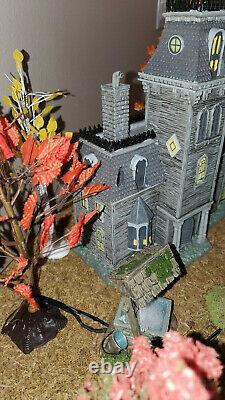 Dept 56 Halloween Village Adams Family House 6002948