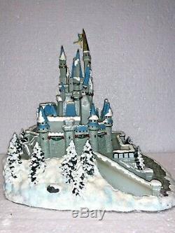 Disney Parks Christmas Holiday Village CINDERELLA CASTLE Light Up