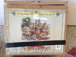Grandeur Noel 2003 37 Piece Fiber Optic Victorian Village Set Collector's