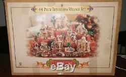 Grandeur Noel 44-Piece Bethlehem Village Set Nativity 2003 withoriginal box