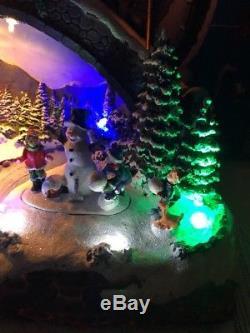 Holiday Living Christmas Noni House Santa Sleigh Reindeer Animated Village Scene