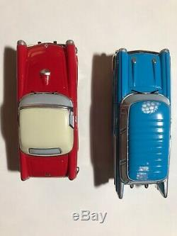 LEMAX Village Collection 2001 Classic Car Set With 2 Way Road