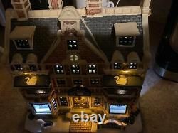 LEMAX WHITE SWAN INN Holiday Village Building -Multi Lighted-Retired