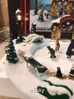 St Nicholas Christmas Village.Mr Christmas Animated Skating Pond Musical St Nicholas Square