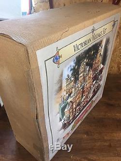New Grandeur Noel Collector's Edition 2002 Victorian Village Set withLights Wow