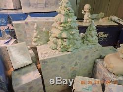 Precious Moments Sugar Town Enesco Christmas Set 70 Pcs Car Trees Pond WithBoxs