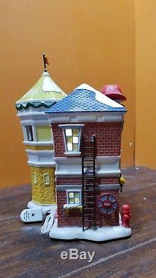 RARE Dept 56 809462 Donald Duck Fire Station House 2010 Disney Christmas Village