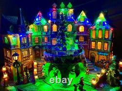 Rare ANIMATED ELECTRIC LIGHTED MUSICAL CHRISTMAS TOWN Gerson 2420070 NEW MINT