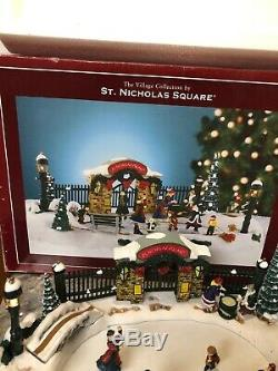 Rare Mr Christmas St Nicholas Square SKATING POND Park Animated Lighted Music