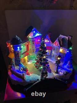 St. Nicholas Square Lighted Village Plaza Pizza Boutique Christmas Tree Animated