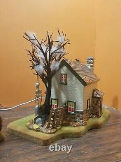 VIDEO! Dept 56 Hauntsburg House Haunted Front Yard Graveyard Halloween Village