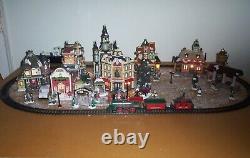 Vintage Grandeur Noel 42 piece Train Village 2001 Christmas Village